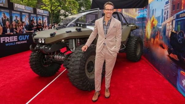На мировой премьере фильма «Главный герой» от 20th Century Studios в Нью-Йорке Xbox представил полноразмерную реплику Warthog – внедорожника из игры Halo Infinite.